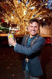 Christmas Spirit – switching on the lights in Kings Square